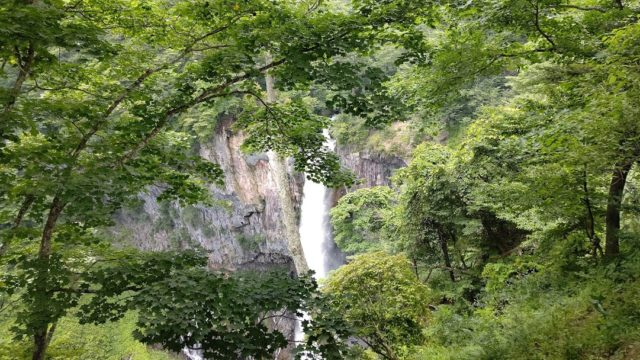 華厳の滝を上から見た写真