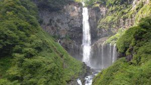華厳の滝を間近で見た写真